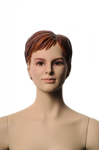 mit Make-up mit skulpturierten Haaren