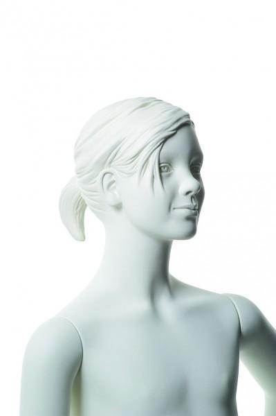 ohne Make-up mir skulpturierten Haaren