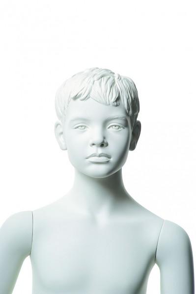 ohne Make-up mit skulpturierten Haare